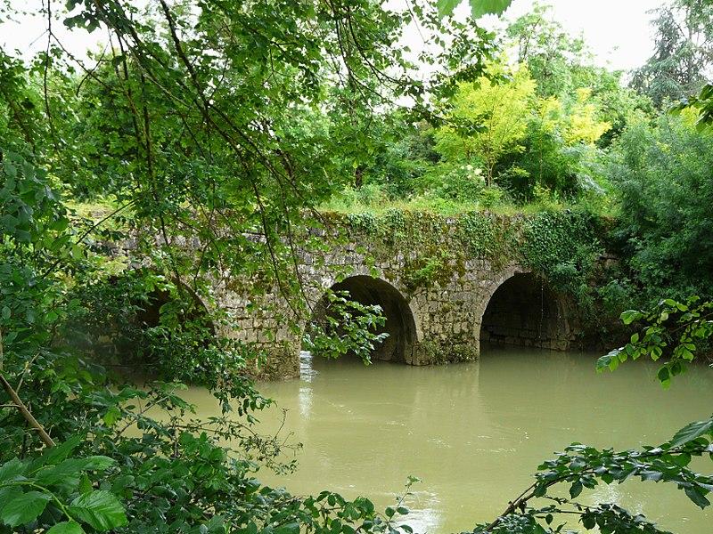 Photo du Monument Historique Pont de Tauziète sur l'Osse (également sur commune d'Andiran) situé à Nérac