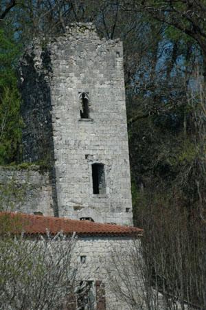 Photo du Monument Historique Ruines du donjon de Péchon situé à Saint-Antoine-de-Ficalba