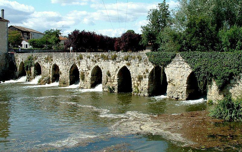 Photo du Monument Historique Pont médiéval, dit le vieux pont, sur le Dropt (également sur commune d'Agnac) situé à La Sauvetat-du-Dropt
