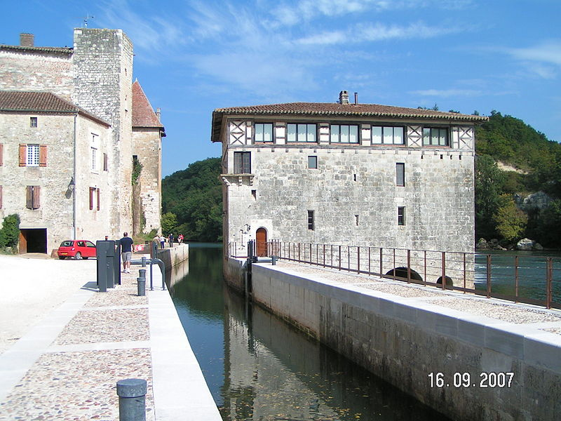 Photo du Monument Historique Moulin de Lustrac situé à Trentels