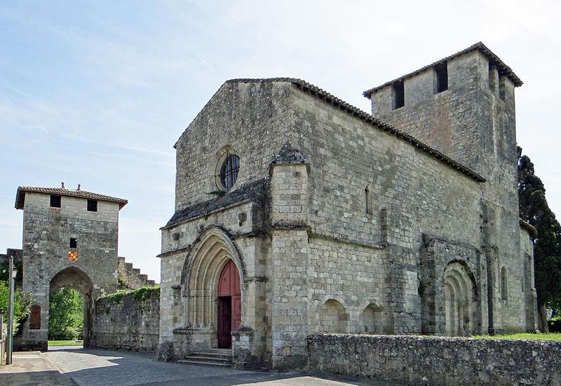 Photo du Monument Historique Eglise et son cimetière situé à Vianne