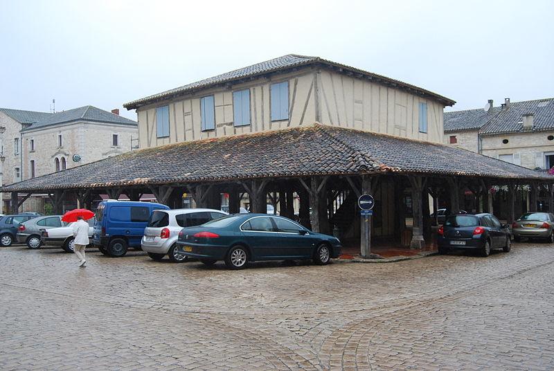 Photo du Monument Historique Halle situé à Villeréal