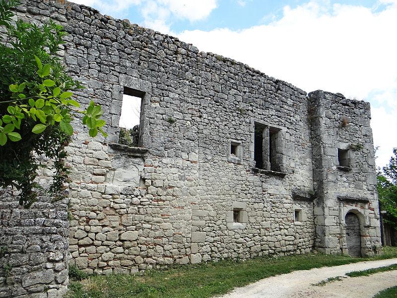 Photo du Monument Historique Ruines de l'ancien château situé à Saint-Pastour