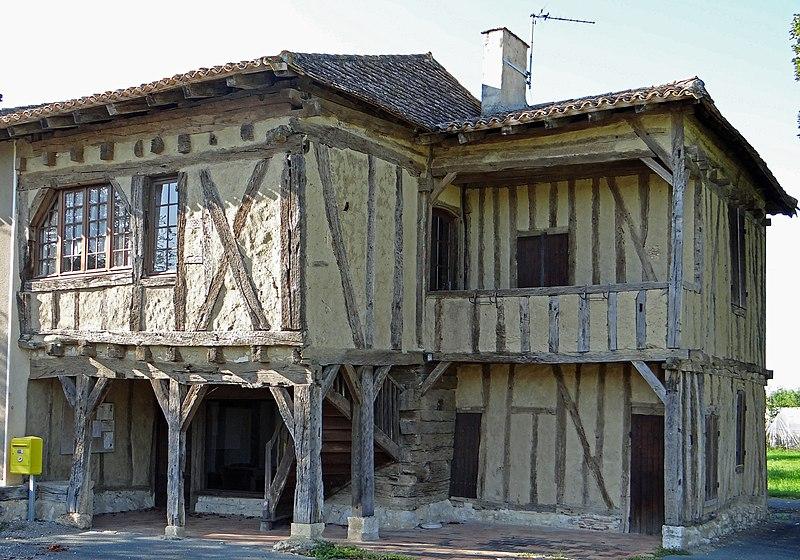Photo du Monument Historique Maison à empilage de poutres de Saint-Dizier situé à Cavarc