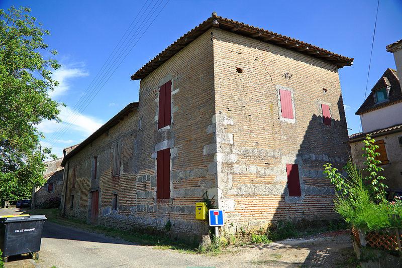 Photo du Monument Historique Ancienne manufacture de tabac Laperche, dite Domaine de Saint-Germain situé à Tonneins