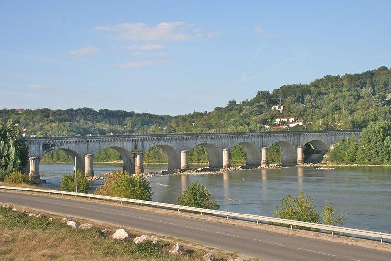 Photo du Monument Historique Pont-canal d'Agen sur la Garonne (également sur commune du Passage) situé à Agen