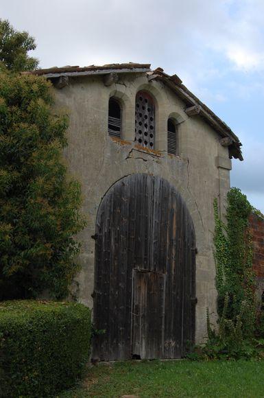 Photo du Monument Historique Ancien séchoir à tabac du château de Beauvallon situé à Beaupuy