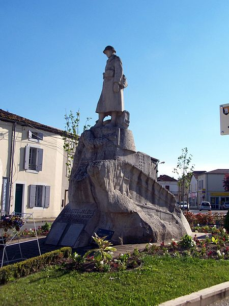 Photo du Monument Historique Monument aux morts de la guerre 1914-1918 situé à Casteljaloux