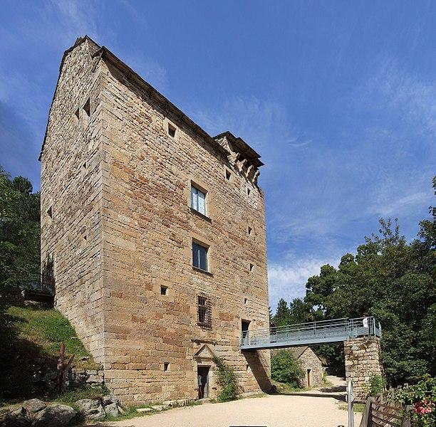 Photo du Monument Historique Ancien château de Villaret situé à Allenc