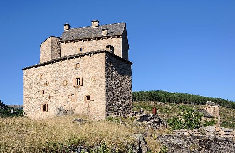 Photo du Monument Historique Château du Miral situé à Bédouès