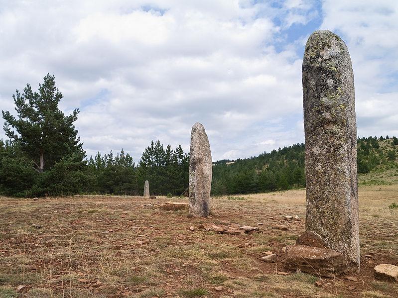 Photo du Monument Historique Trois menhirs, du deuxième groupe dit de la Fage, à 500 m du premier du même nom situé à Les Bondons