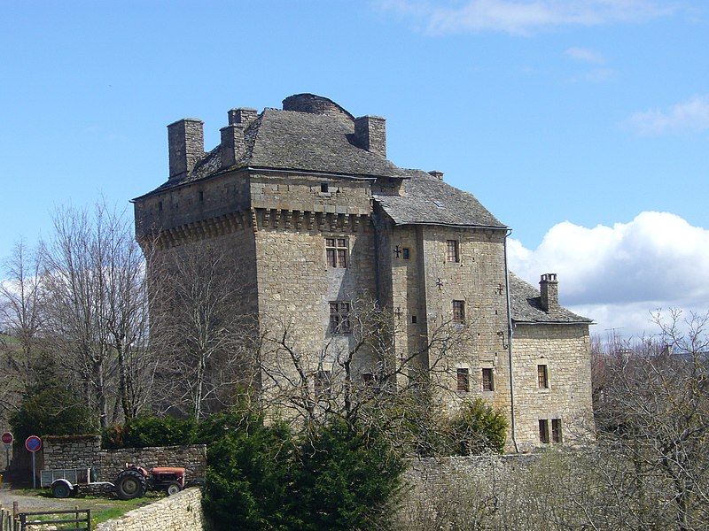 Photo du Monument Historique Château de Montjèzieu situé à La Canourgue