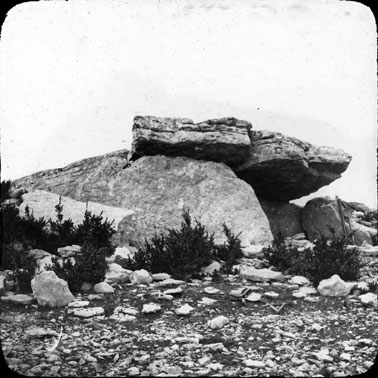 Photo du Monument Historique Dolmen de Chardonnet situé à La Canourgue