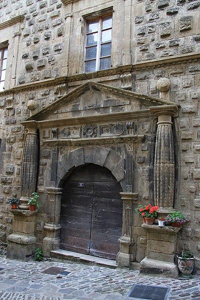 Photo du Monument Historique Hôtel dit Maison de la Congrégation de la Présentation de Bourg Saint-Andéol situé à Florac