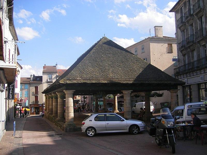 Photo du Monument Historique Halles situé à Langogne