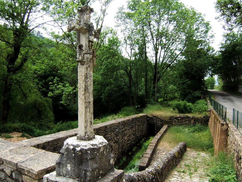 Photo du Monument Historique Croix en pierre situé à Lanuéjols