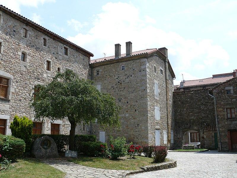 Photo du Monument Historique Ancien couvent des Ursulines situé à Le Malzieu-Ville