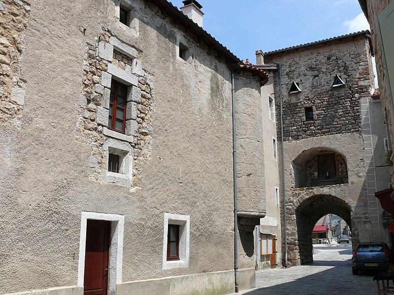 Photo du Monument Historique Porte de ville situé à Le Malzieu-Ville