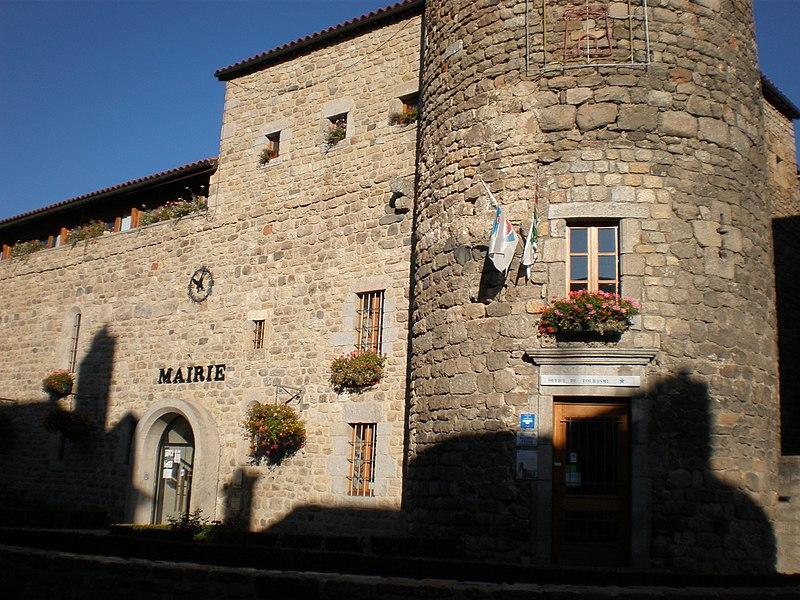 Photo du Monument Historique Remparts situé à Le Malzieu-Ville