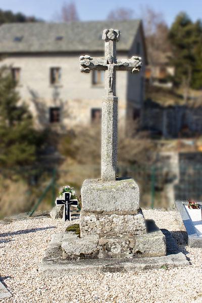 Photo du Monument Historique Croix dans le cimetière situé à Saint-Juéry