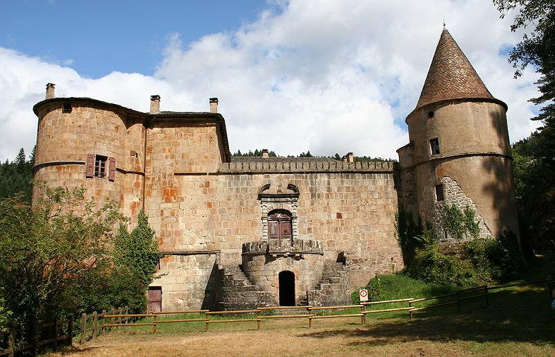 Photo du Monument Historique Château de Roquedols situé à Meyrueis