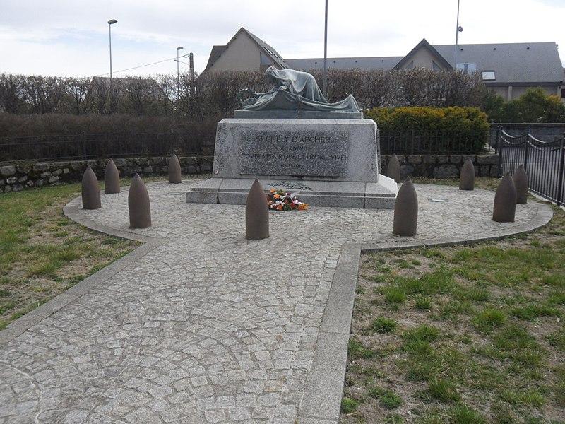 Photo du Monument Historique Monument aux morts de la guerre de 1914-1918 situé à Saint-Chély-d'Apcher