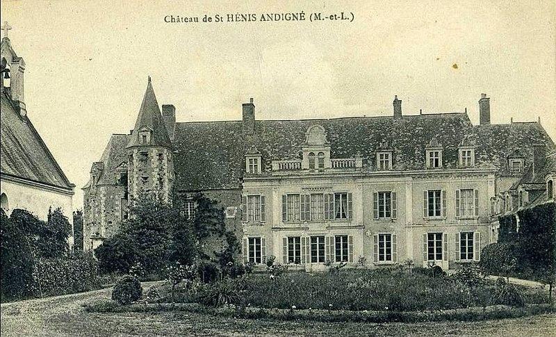 Photo du Monument Historique Château de Saint-Hénis situé à Andigné
