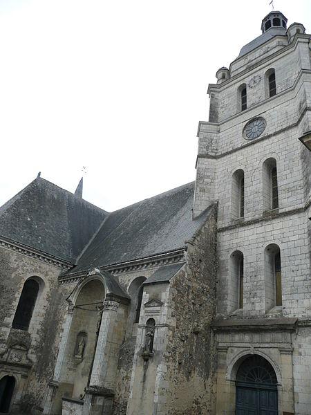 Photo du Monument Historique Eglise situé à Baugé