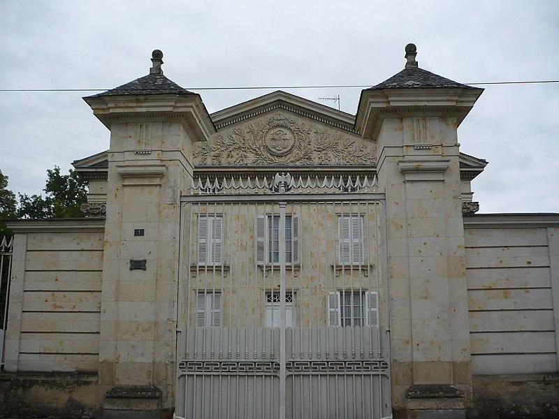 Photo du Monument Historique Hôtel Les Cèdres situé à Baugé