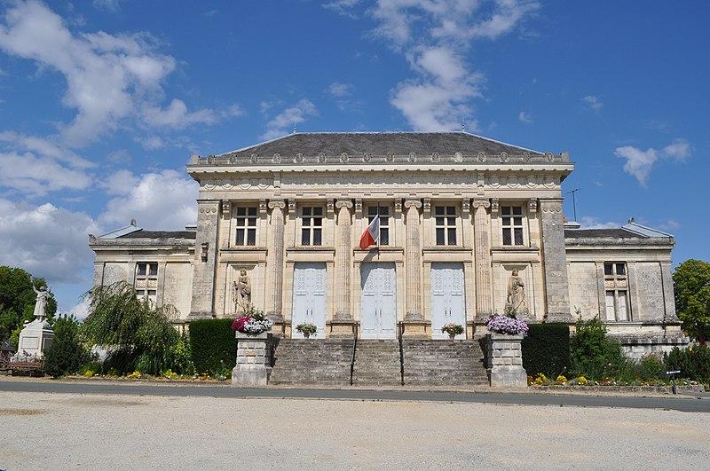 Photo du Monument Historique Palais de Justice situé à Baugé