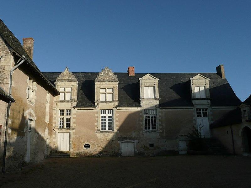 Photo du Monument Historique Manoir de la Coutardière, ancien château situé à Brissarthe