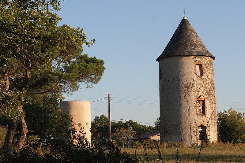 Photo du Monument Historique Moulins à vent de Péronne situé à Chanteloup-les-Bois