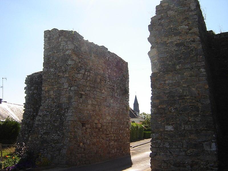 Photo du Monument Historique Fortifications situé à Châtelais