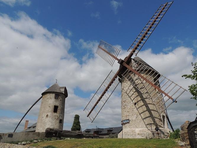 Photo du Monument Historique Moulins à vent d'Ardenay situé à Chaudefonds-sur-Layon