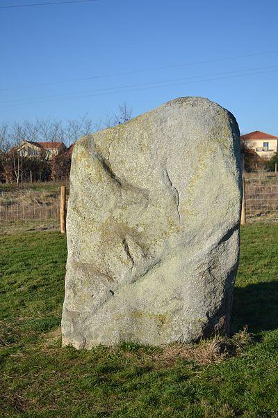 Photo du Monument Historique Menhir dit La Pierre Plate situé à Cholet