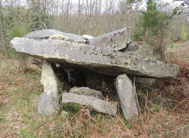 Photo du Monument Historique Dolmen situé à Corzé