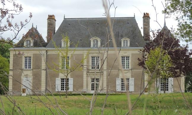 Photo du Monument Historique Château de Souvigné situé à Denée