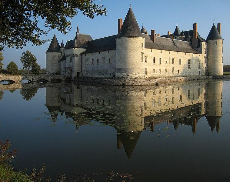Photo du Monument Historique Château du Plessis-Bourré situé à Ecuillé