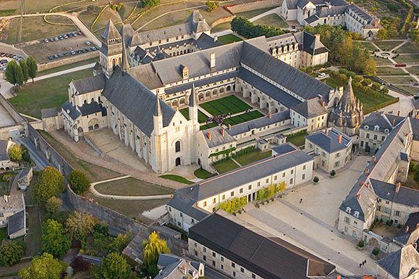 Photo du Monument Historique Ancienne abbaye royale de Fontevraud, actuellement centre culturel de l'Ouest situé à Fontevraud-l'Abbaye