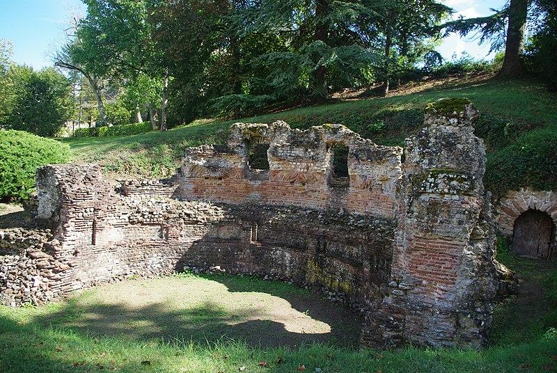 Photo du Monument Historique Nymphée gallo-romain (restes) situé à Gennes
