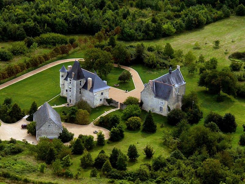 Photo du Monument Historique Manoir de Breil de Foin situé à Genneteil