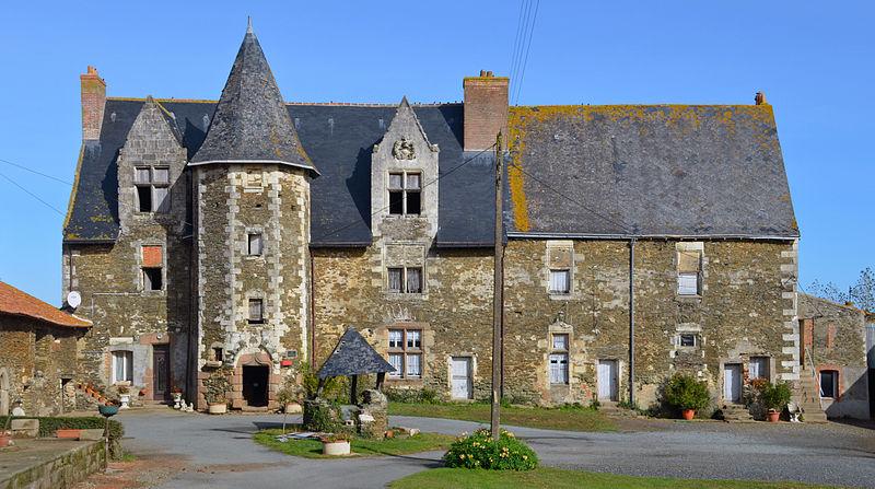Photo du Monument Historique Manoir de la Chaperonnière situé à Jallais