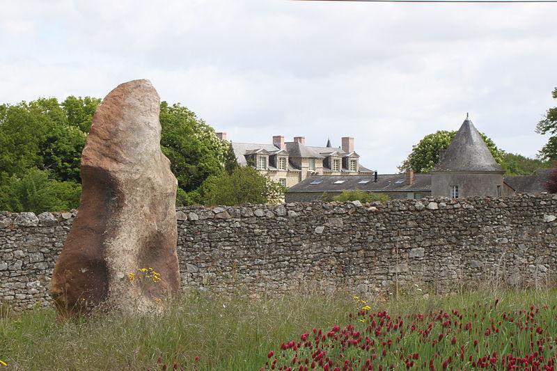 Photo du Monument Historique Menhir situé à Martigné-Briand