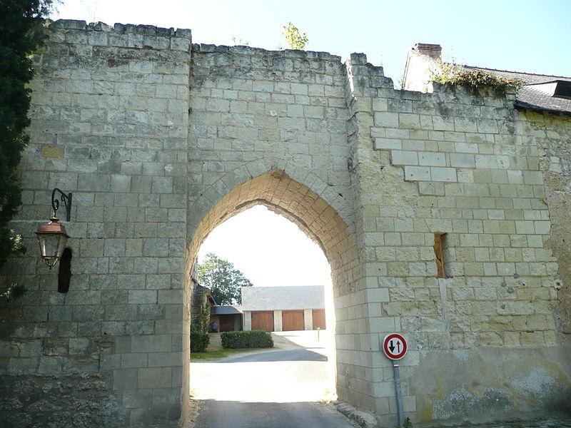 Photo du Monument Historique Porte du Moulin situé à Montreuil-Bellay