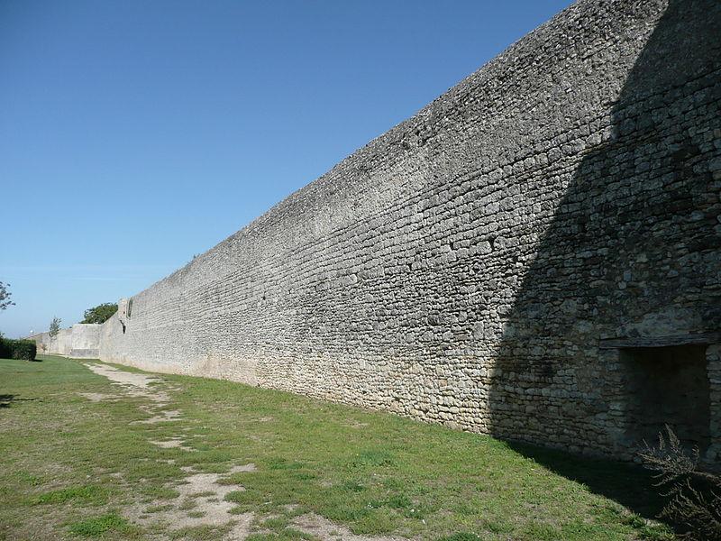 Photo du Monument Historique Enceinte fortifiée de la ville situé à Montreuil-Bellay