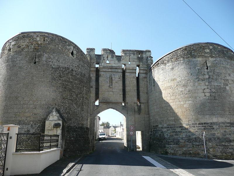 Photo du Monument Historique Porte de Ville dite Porte Nouvelle situé à Montreuil-Bellay