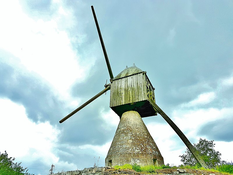 Photo du Monument Historique Moulin à vent de la Tranchée situé à Montsoreau