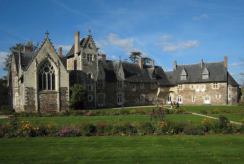 Photo du Monument Historique Château du Plessis-Macé situé à Le Plessis-Macé