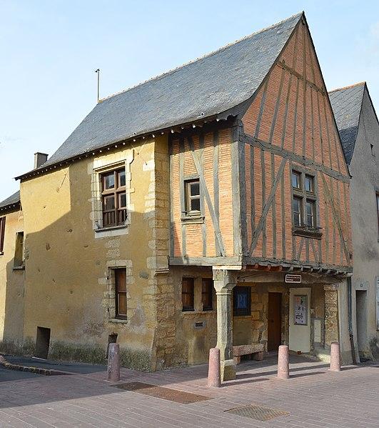 Photo du Monument Historique Maison du Porche ou de la Dîme situé à Rablay-sur-Layon