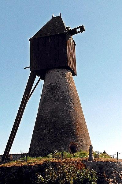 Photo du Monument Historique Moulin à vent des Quatre Croix situé à Saint-Saturnin-sur-Loire